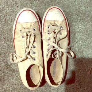 Cream colored Converse low top chuck Taylor's